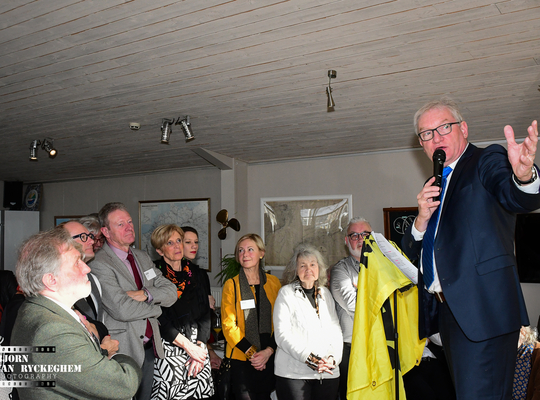 Pol bespreekt de toestand in Brugge.